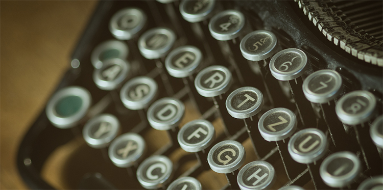 Close up photo of a typewriter